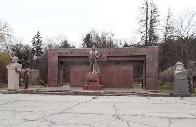 monumento lenin chisinau moldova moldavia